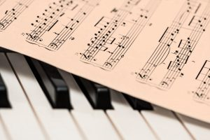 podejmujemy nauke gry na pianinie w krakowie
