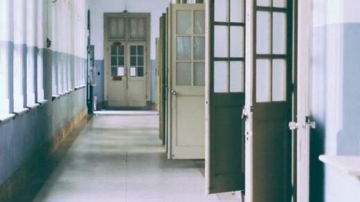 drzwi do pokoju zagadek